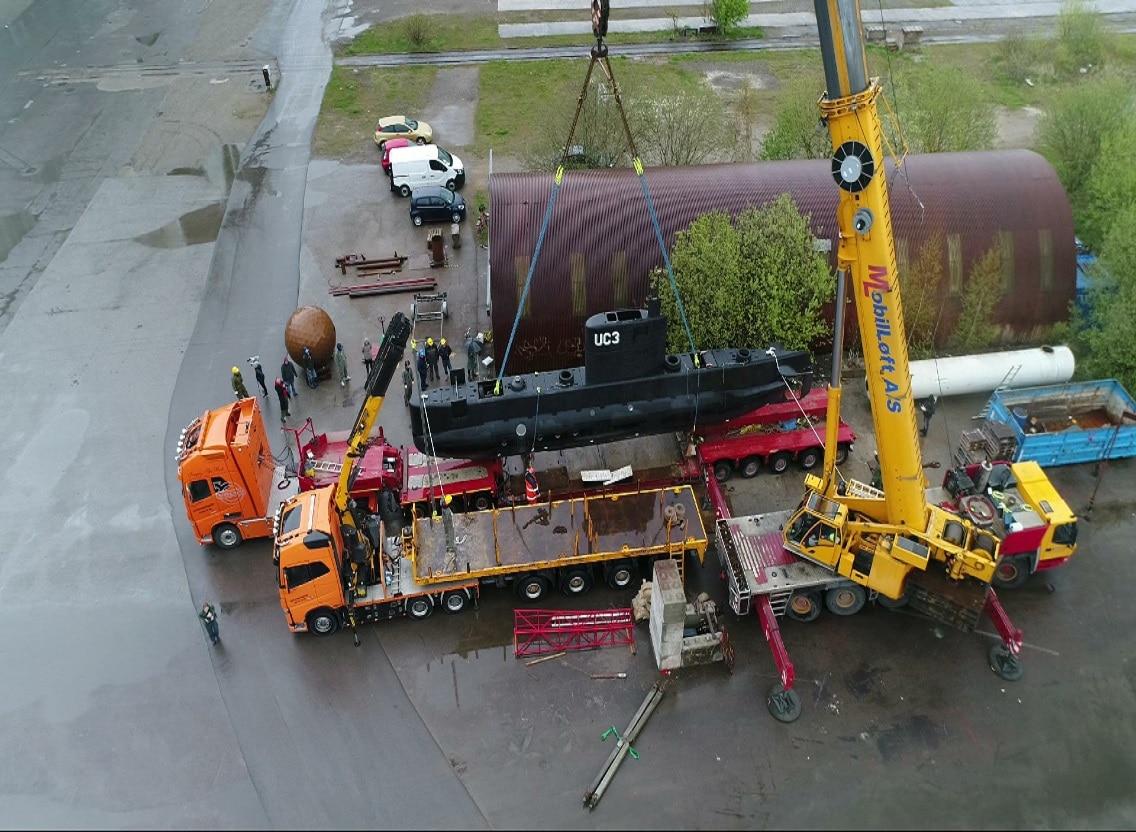 hejs-af-u-bd-med-mobillft-modulopbygget-blokvogn-fra-lastbilcentralen-og-blokvogn-med-trailer-lastbilcentralen.