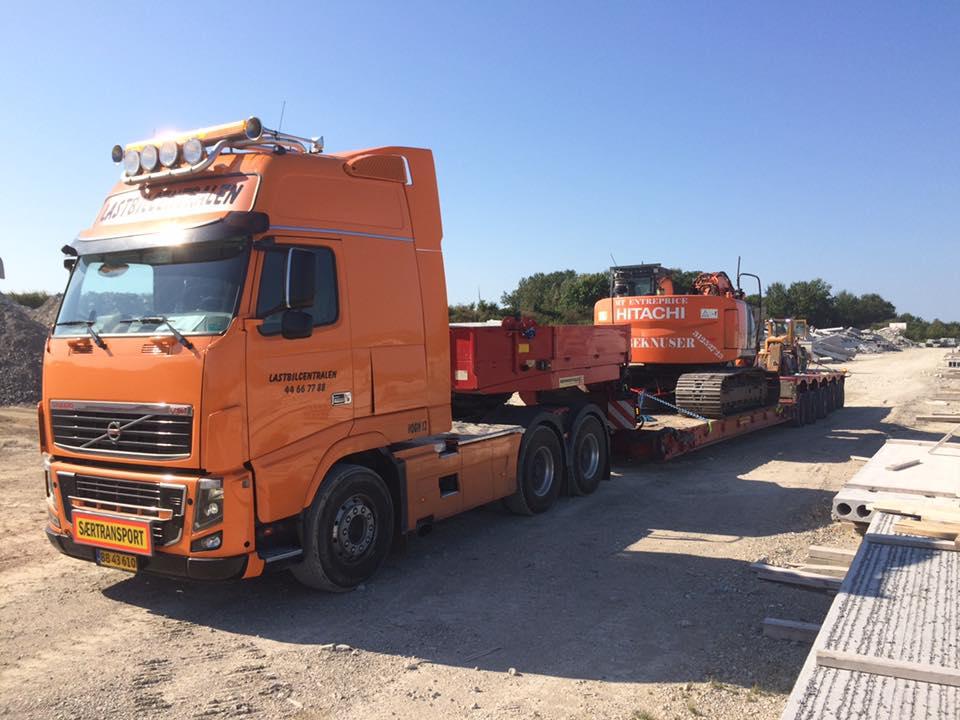 maskintransport-vogn-12-trailer-92-gravemaskine-14355095_630662447101473_597643167867679131_n