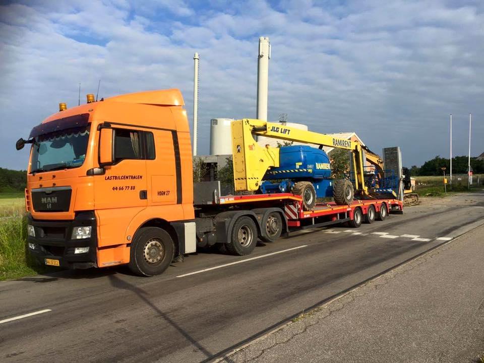 maskintransport-vogn-27-koersel-af-lift