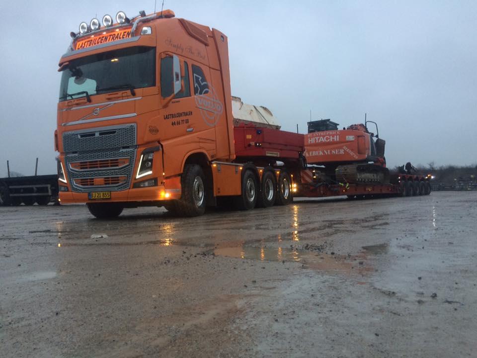 maskintransport-vogn-32-med-trailer-92-koersel-af-gravemaskine